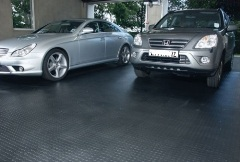 covering-garage-with-rubber-flooring-mats